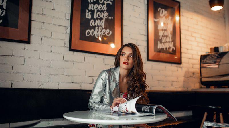 девушка, портрет, взгляд, кафе ,интерьер, свет GRP photo preview