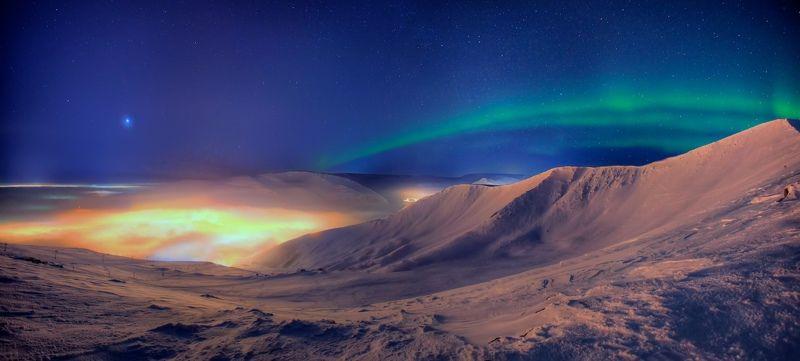 ночь, Заполярье, полярное сияние, ночной город, туман, облака. горы, Хибины, Кольский полуостров, зима Краски ночиphoto preview