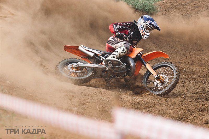 спорт, мотокросс На виражеphoto preview