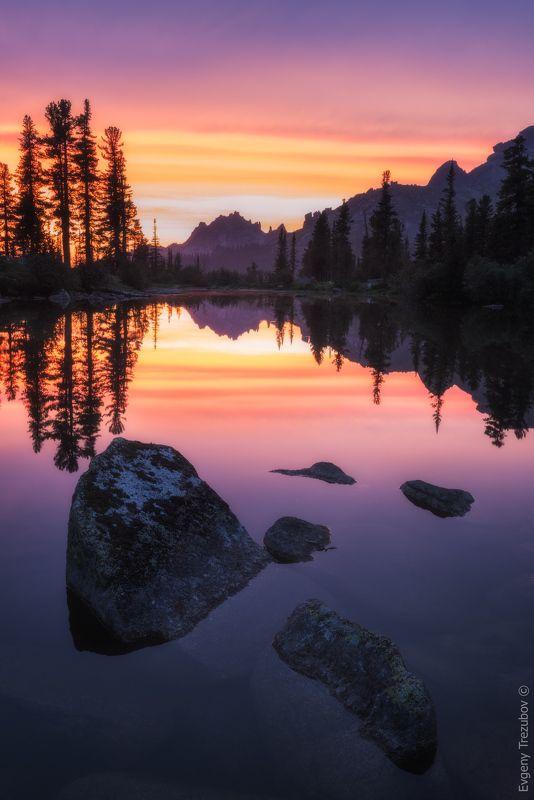 ергаки, природа, пейзаж, саяны, облака, горы, лето, сибирь, вечер, закат, небо, каменный замок, лазурное, красноярск, западные саяны, лес, деревья Классический вид с озера Лазурноеphoto preview