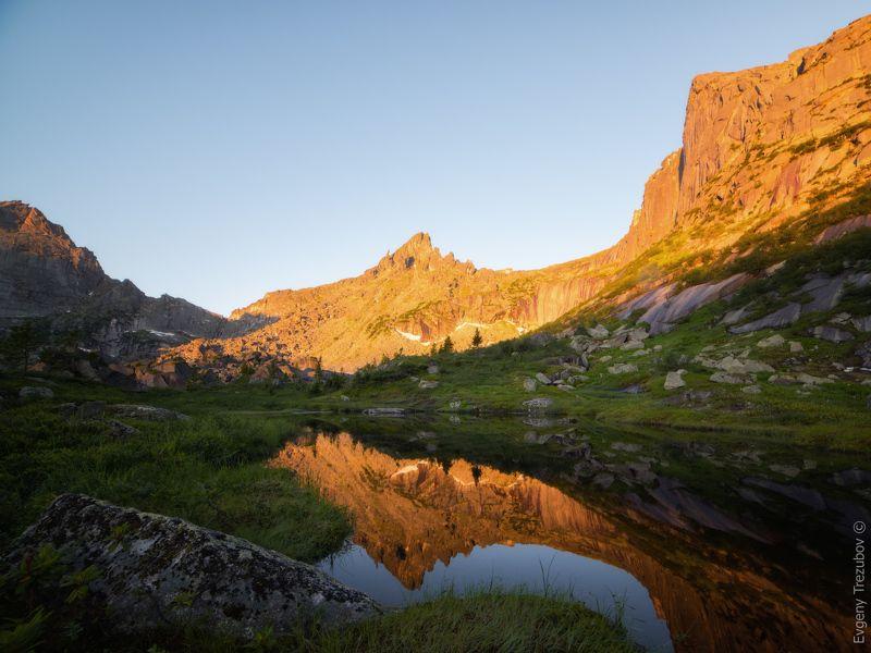 ергаки, природа, пейзаж, саяны, горы, лето, сибирь, утро, рассвет, небо, ласточка, молодежный, красноярск, западные саяны, озеро, скалы Утро у Ласточкиphoto preview