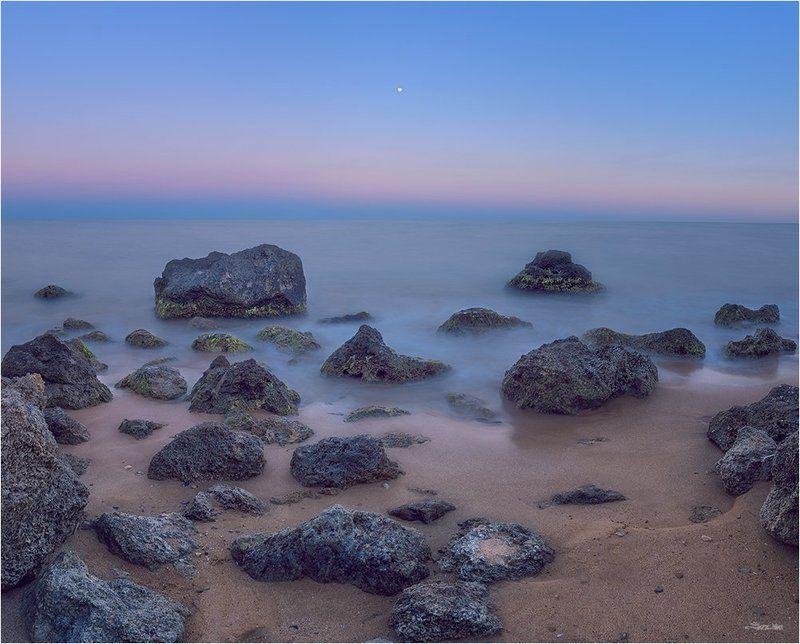 сумерки, небо, полнолуние, луна, длинная выдержка, крым, пляж, море, чёрное море, камни, берег, панорама, ...photo preview