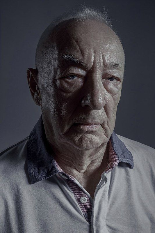 old, man, portrait, light, dark, volume, eyes, emotion, bald, brutal Levphoto preview
