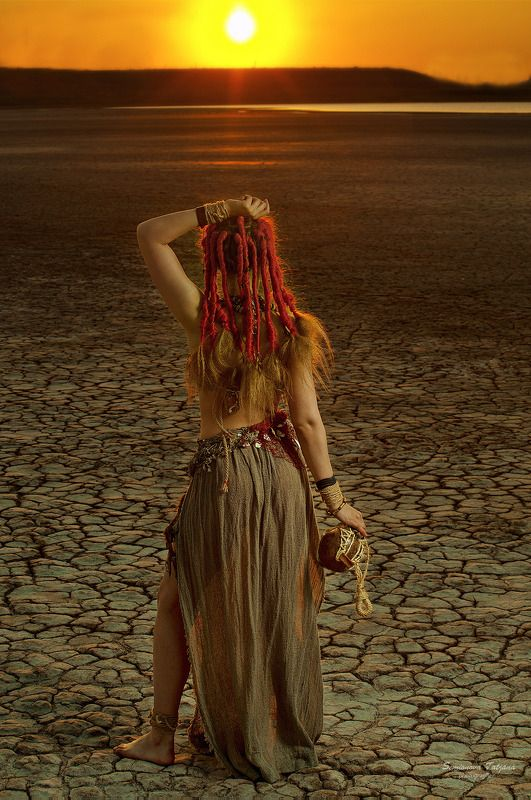 африка, племя, пустыня, закат, солнце, жажда, девушка  Африкаphoto preview
