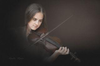 И звуки музыки,как легкий ветер..