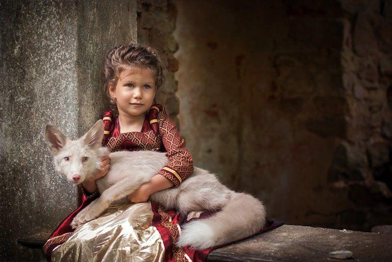 Маленькая принцесса и лисенокphoto preview