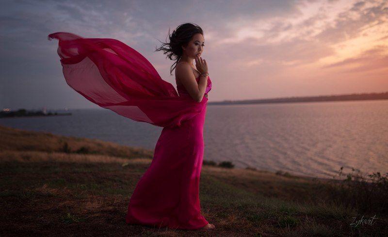woman dress water wind nature pink beautiful волны девушка ветер фото_недели фото_дня лучшее_фото weaves природа красота photo preview