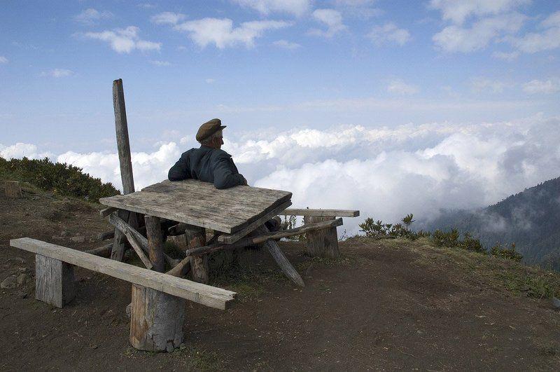 абхазия, горы, перевал, облака, небо, пастух, пейзаж, одиночество Театр одного зрителяphoto preview