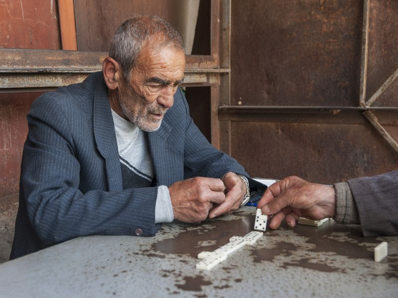 портрет, репортаж, мужчина, игра, путешествие, закавказье, армения, горис Доминоphoto preview