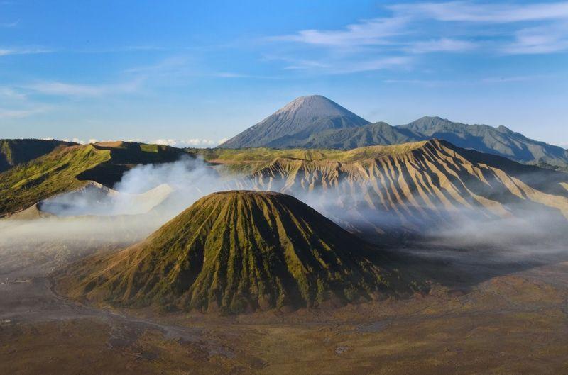 индонезия ява вулкан кратер кальдера лето На рассветеphoto preview