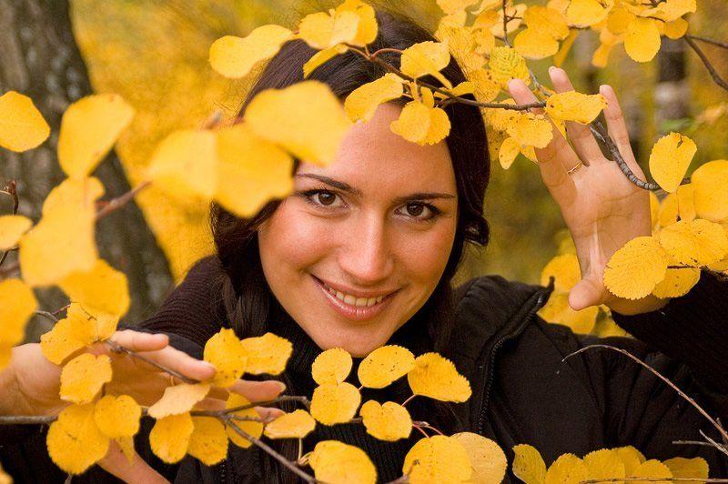 настя, девушка, осень, дерево, листья, листва, желтый Вспоминая осеньphoto preview