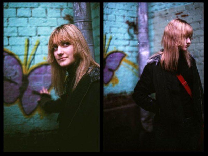 девушка стена граффити ***photo preview