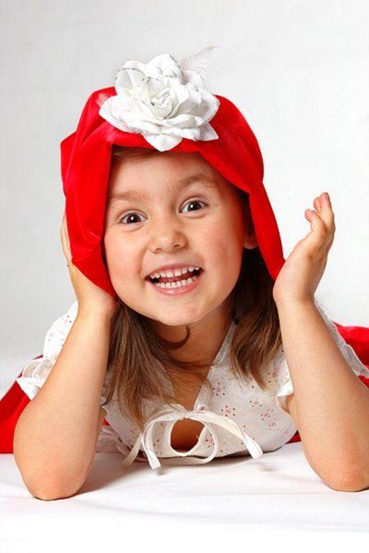 настя, ребенок, красная шапочка, смех — «Бабуль, а нету пирожков!»photo preview