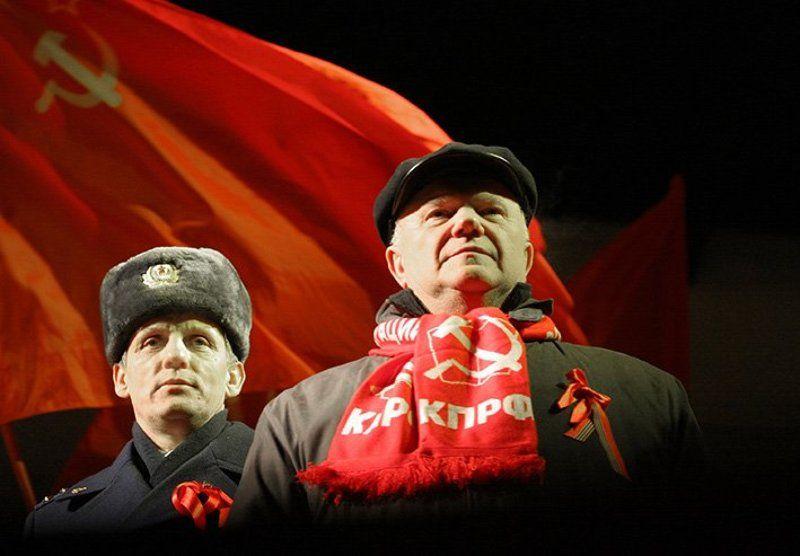 ...И Ленин, такой молодой, и юный октябрь впереди... )))photo preview