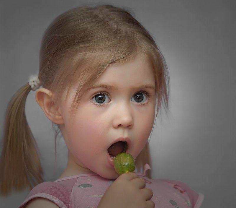 портрет,девочка,глаза,конфетка Ксюшаphoto preview