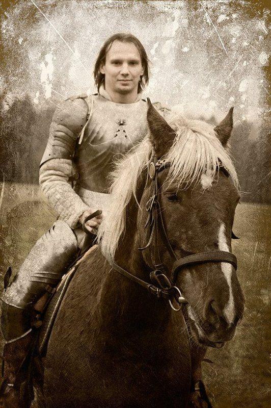 лошадь, рыцарь рыцарь едет, едет на лошадке...photo preview