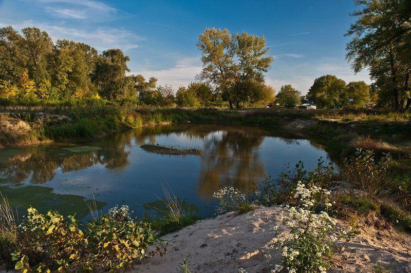 осень, озеро, небо, отражения, облака, парк Безымянное озерцоphoto preview