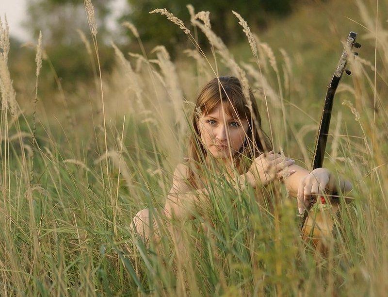 девушка, осень,природа, рябина, Высокая трава...photo preview