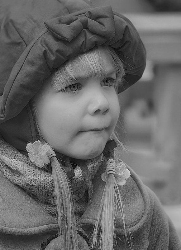 девочка, ребёнок, детство, настроение, змоции Уронила в речку мячик...photo preview