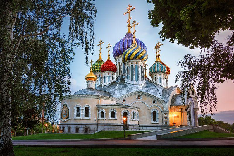 церковь, закат, деревья, свет, переделкино, храм, купола, кресты *Храм*photo preview