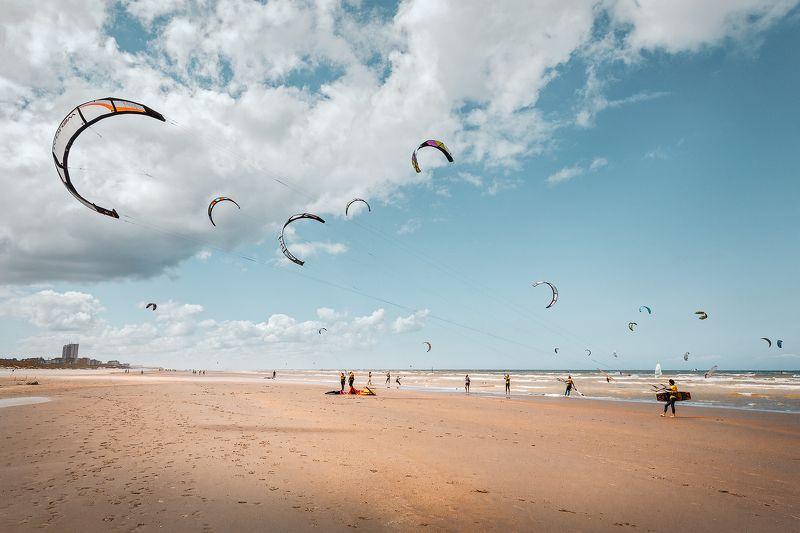 пляж, солнце, море, облака, кайты, струны, стропы, люди, тени, северное море *Натяжение*photo preview