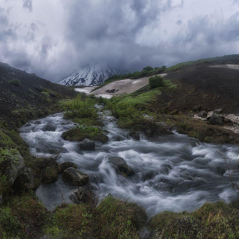 камчатка, вулкан, туман, сумерки, река Суровая Камчаткаphoto preview