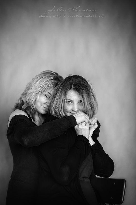семейная фотосъемка, сестры,черно-белое, портрет, Сестрыphoto preview