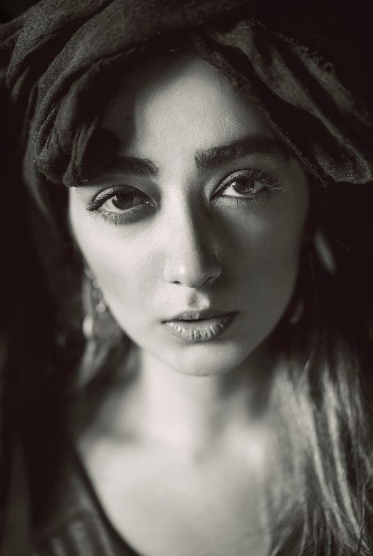 portrait, dark-portrait, bw, black&white, headshot, khaki Piazzollaphoto preview
