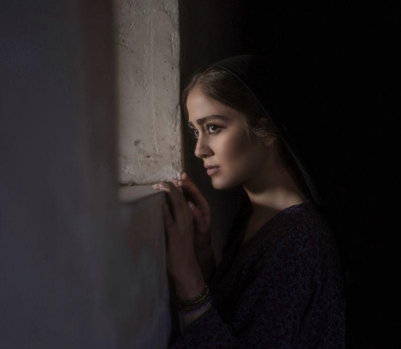 portrait, dark-portrait, natural-light, scenes , beauty Expectationphoto preview
