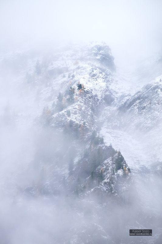 алтай, шавла, шавлинские озера, склоны, горы, туман, снег Мглаphoto preview