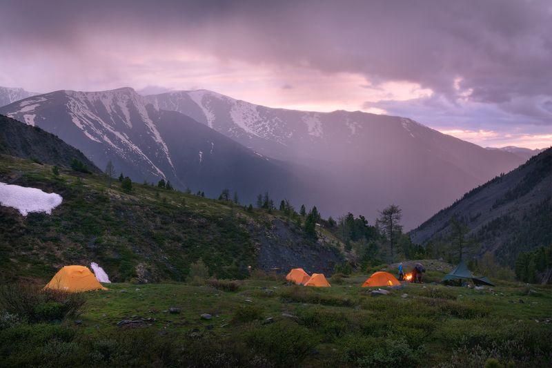 горы, алтай, пейзаж, закат, гроза, лагерь, палатки Вечер на кедровых стоянкахphoto preview