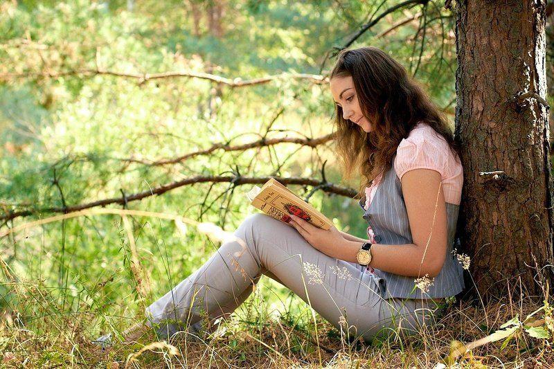 книга, лес, , девушка Уголокphoto preview