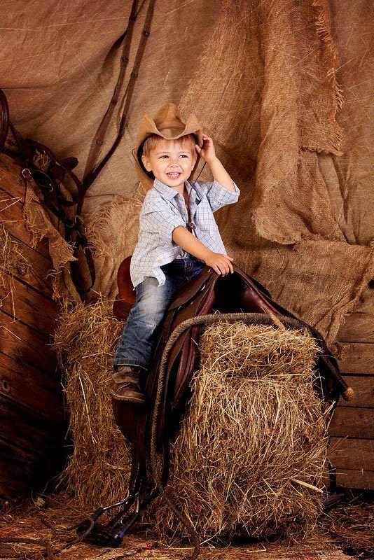 мальчик,дети,сено,седло маленький наездникphoto preview