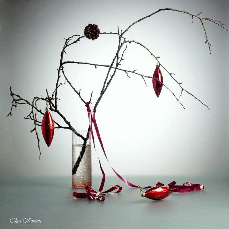background light, branch, composition, cone, funtry, grief, loneliness, mood, new year, still-life, streamer, toys, vase, ваза, ветка, грусть, игрушки, композиция, контровый свет, настроение, натюрморт, новый год, одиночество, серпантин, шишка Melancholyphoto preview
