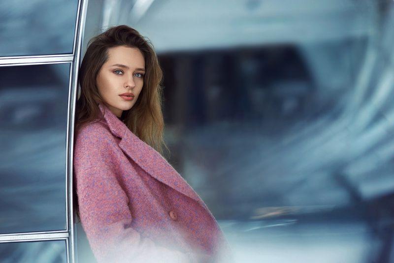 портрет, девушка, метро, станция, тоннель, архитектура, геометрия, цвета Еленаphoto preview