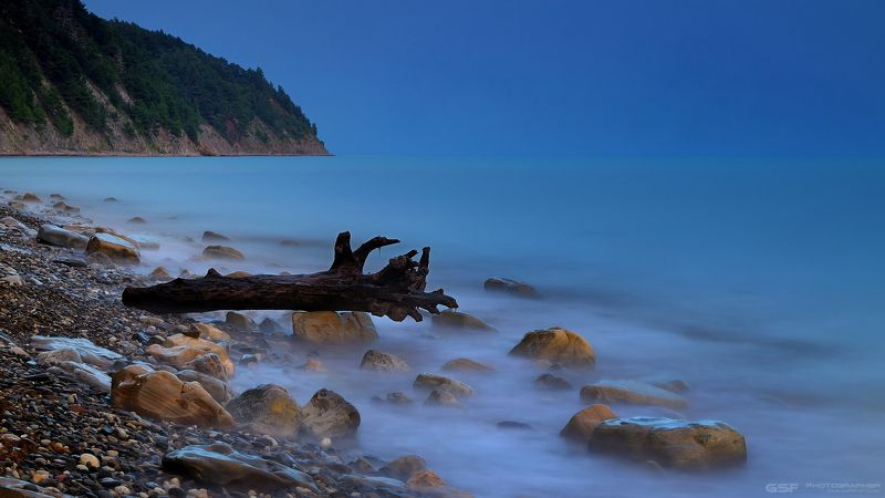 пейзаж море горы скалы камни коряга пейзаж лето вода Про сладкие грезы старой корягиphoto preview
