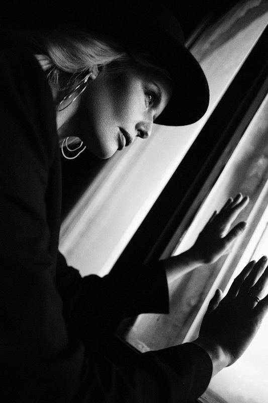 Женщина как символphoto preview