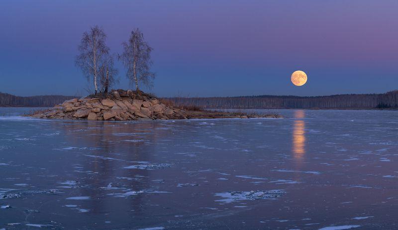 луна Полнолуние над оз. Аргазиphoto preview