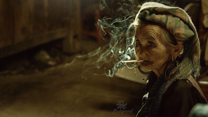 portrait,smoking,smoke,senior,woman,asian,vietnam, Relaxphoto preview