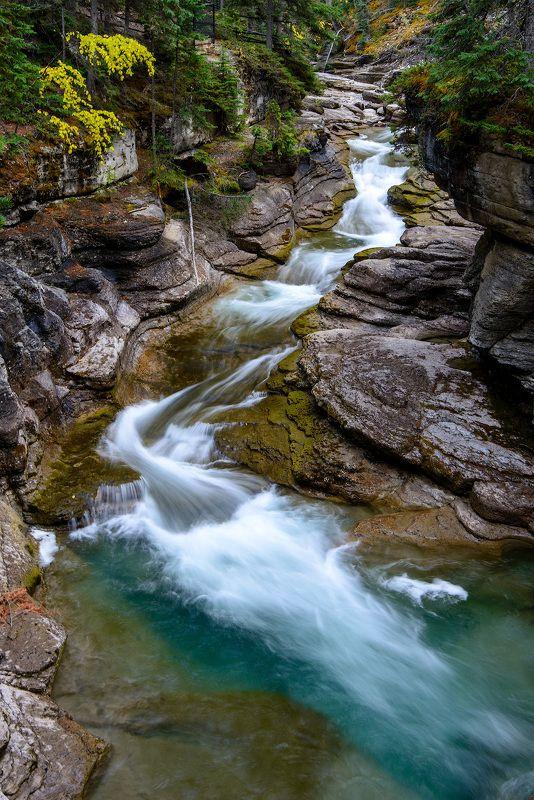 Канада, Скалистые горы, каньон, водопад Водопад в Скалистых горахphoto preview