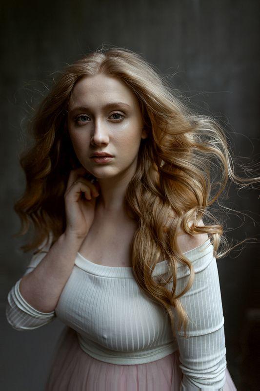девушка взгляд модель портрет жанр глаза nude ню фотография фотосессия прикосновение арт Василисаphoto preview