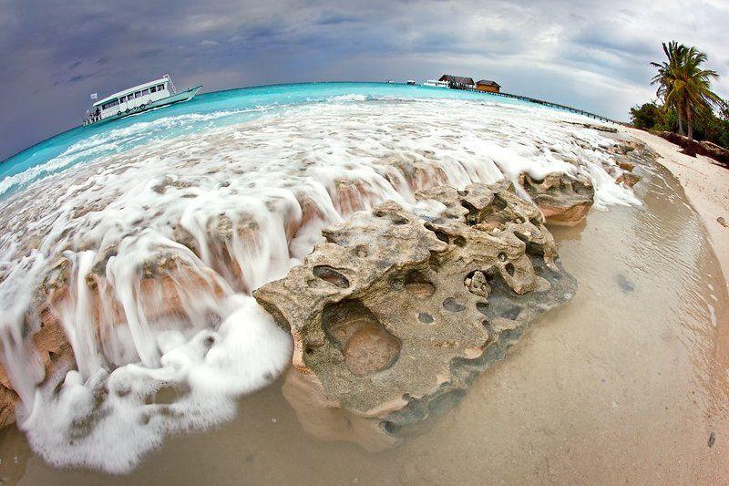 maldives The Round World *Maldives*photo preview
