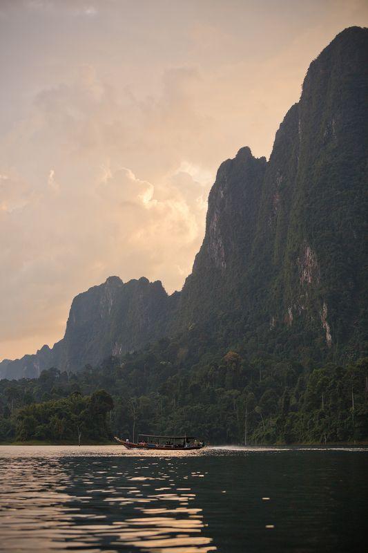 таиланд, закат, озеро, чео лан, лодка Закат на озере Чео Ланphoto preview