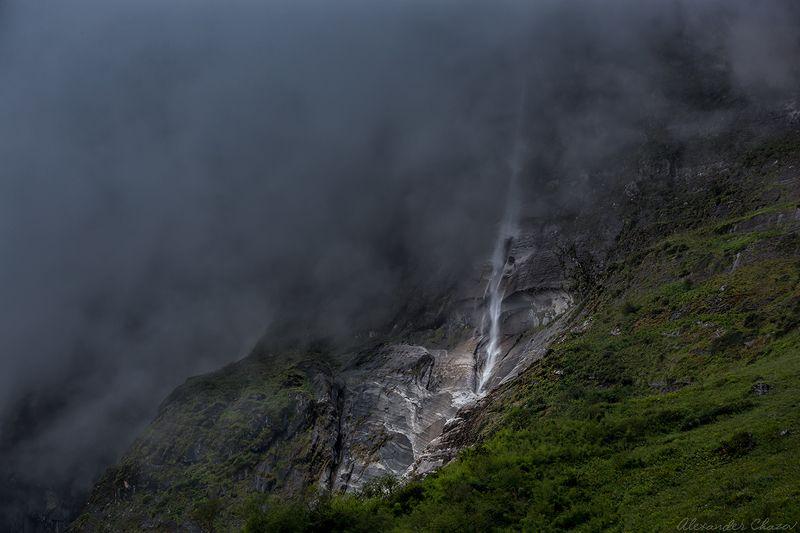 водопад, непал, гималаи, туман, горы, пейзаж ,природа Водопадphoto preview