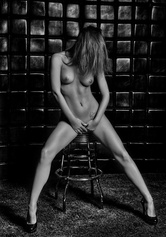nude,beauty,black and white, sensual, natural light Kataphoto preview