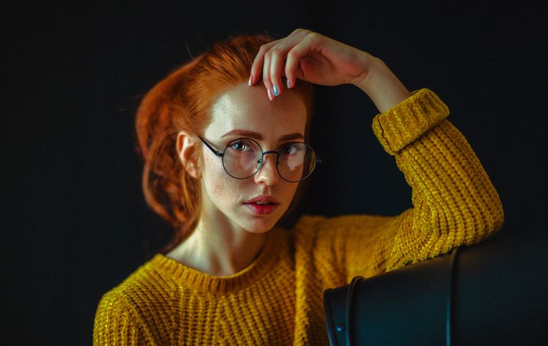 portait girl model eyes redhead freckles веснушки очки рыжая bokeh glasses photo preview