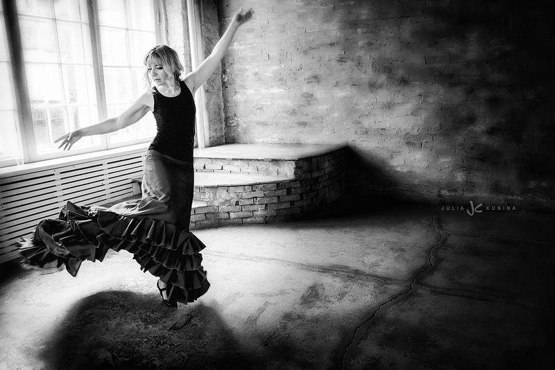 чернобелаяфотография, портрет, белый лебедь Анна - танецphoto preview