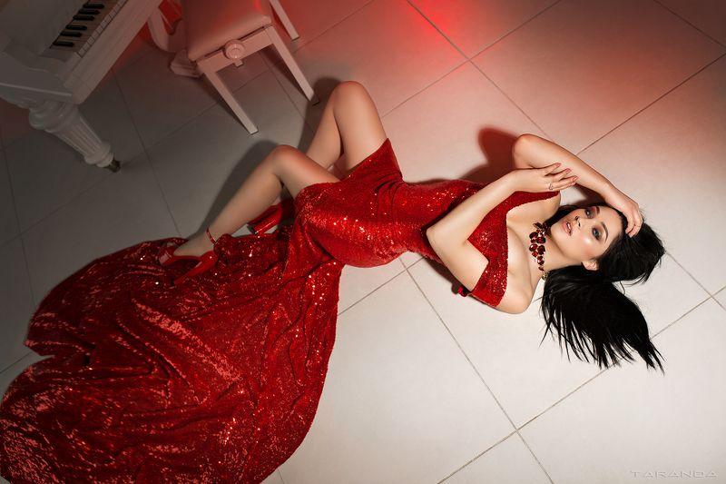 girl, kiev, ukraine, xxl, studio, sweet, light, sexy, beauty, retro, red photo preview