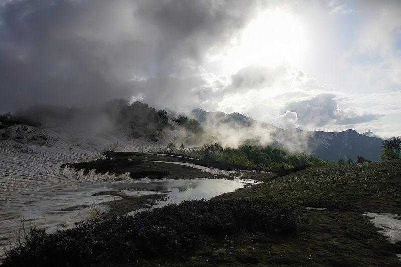 весна, туман, горы ХОТЕЛ ПОЙМАТЬ В СИЛКИ...ТУМАНphoto preview