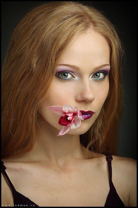девушка, цветок портрет девушки с цветкомphoto preview